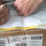 Клиентка выиграла у «Почты России» суд из-за посылки в Петербург. Дорогую шубу в ней подменили двумя бутылками алкоголя